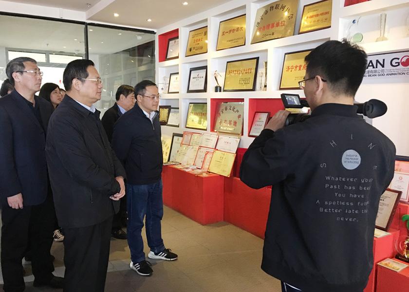 金沙速报 中国国防邮电工会电子工作部部长张苏仲一行到金沙动漫调研